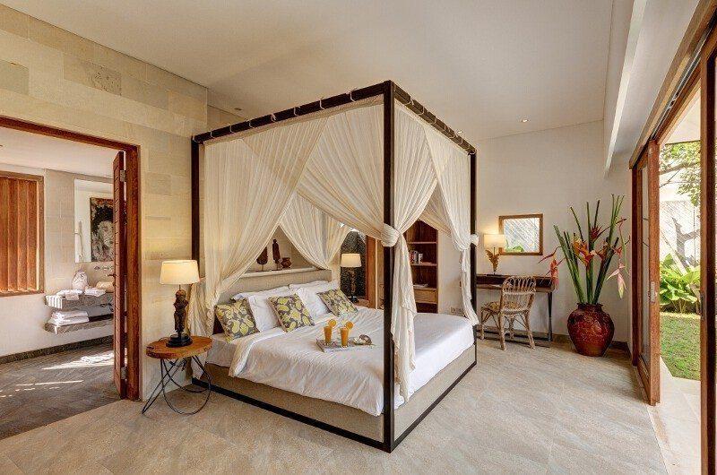 Abaca Villas Bedroom and Bathroom, Petitenget | 5 Bedroom Villas Bali