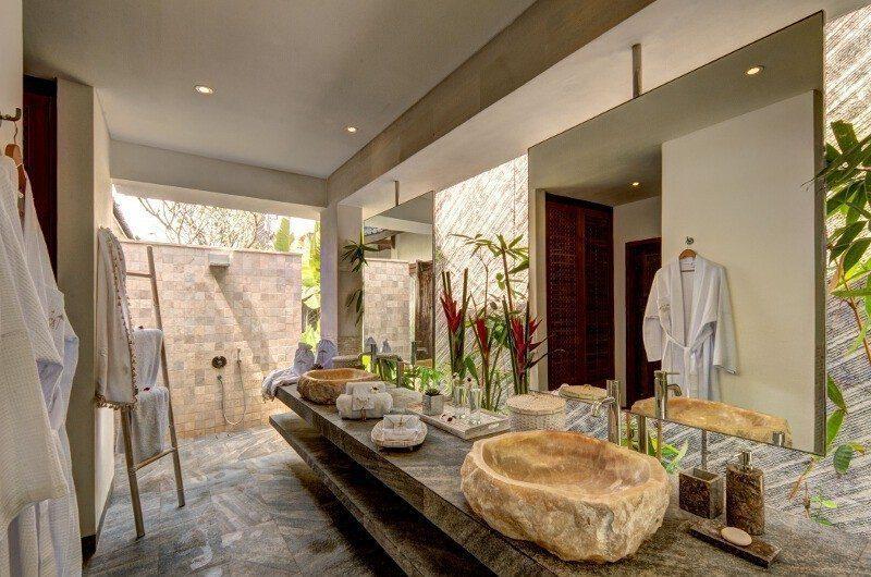 Abaca Villas His and Hers Bathroom, Petitenget | 5 Bedroom Villas Bali