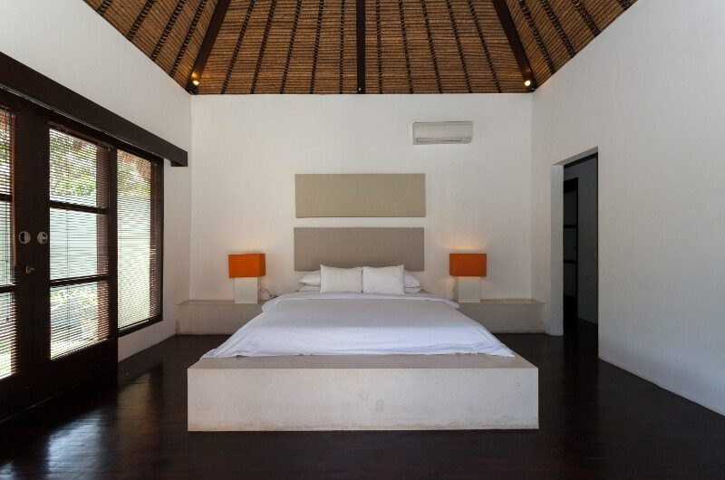 BVilla Spa Bedroom with Table Lamps, Seminyak | 5 Bedroom Villas Bali
