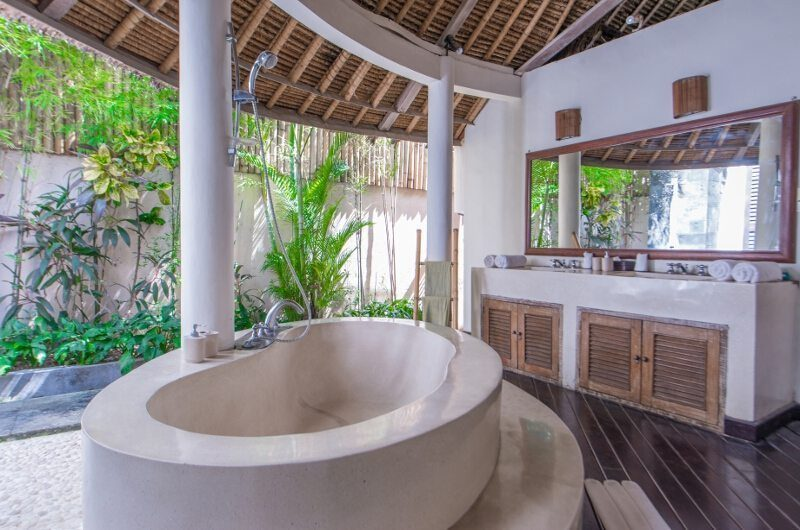 Casa Lucas Bathroom with Bathtub, Seminyak | 5 Bedroom Villas Bali