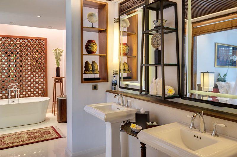 Des Indes Villas Bathroom with Bathtub, Seminyak | 5 Bedroom Villas Bali