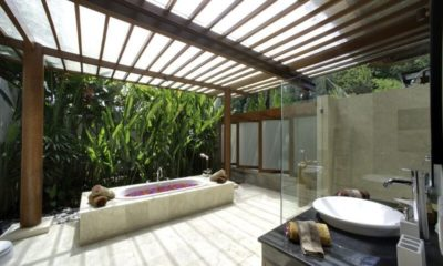 East Residence Bathroom with Bathtub, Canggu | 5 Bedroom Villas Bali