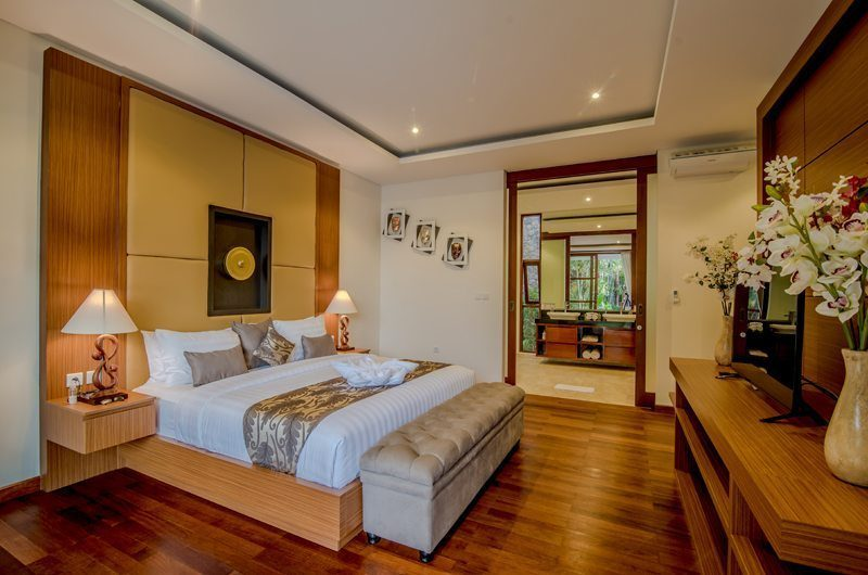 Freedom Villa Bedroom and Bathroom, Petitenget | 5 Bedroom Villas Bali