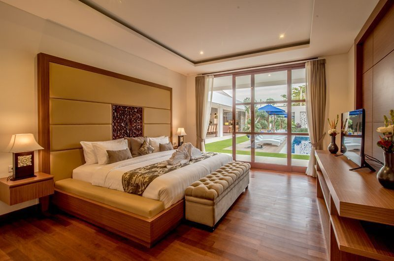 Freedom Villa Bedroom with Pool View, Petitenget | 5 Bedroom Villas Bali