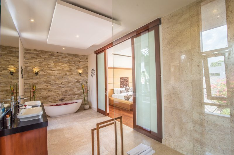 Freedom Villa Romantic Bathtub Set Up, Petitenget | 5 Bedroom Villas Bali
