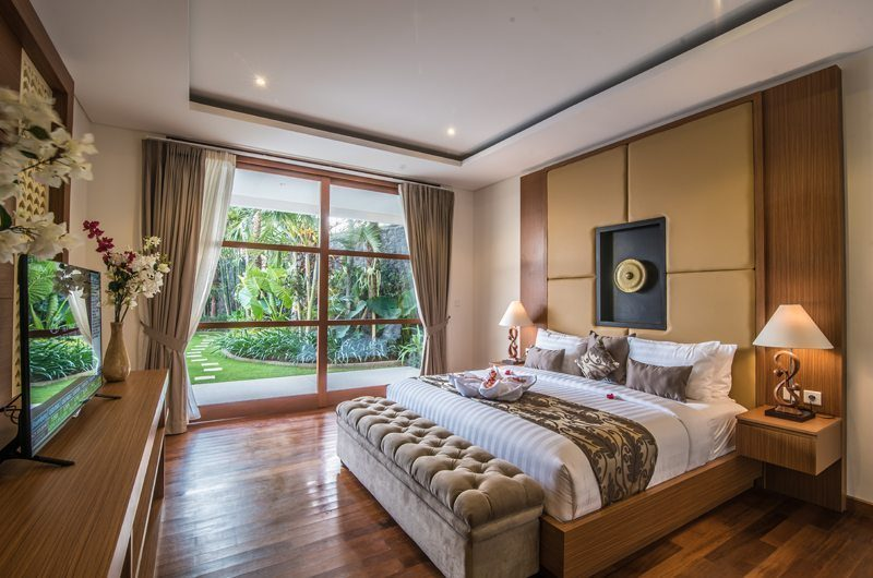 Freedom Villa Bedroom with Garden View, Petitenget | 5 Bedroom Villas Bali
