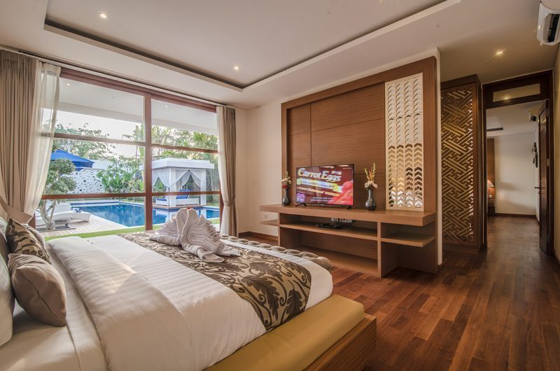 Freedom Villa Bedroom with TV and Pool View, Petitenget | 5 Bedroom Villas Bali