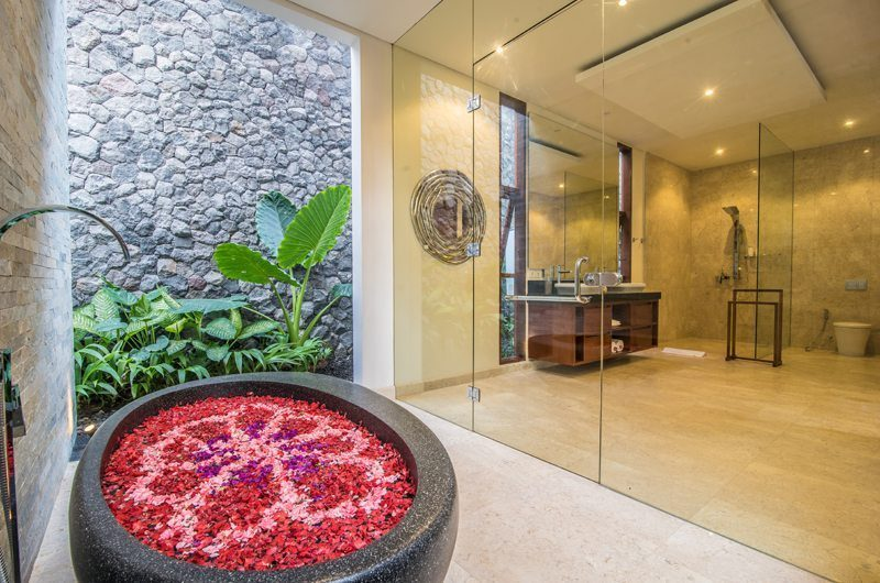 Freedom Villa Bathtub with Rose Petels, Petitenget | 5 Bedroom Villas Bali
