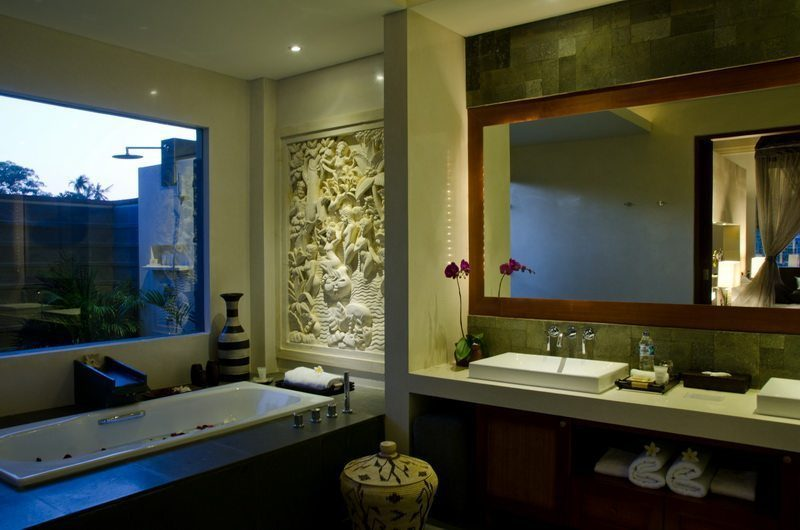 Kemala Villa His and Hers Bathroom with Bathtub, Canggu | 5 Bedroom Villas Bali
