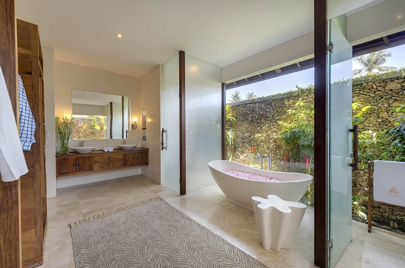 Lataliana Villas Romantic Bathtub Set Up, Seminyak | 5 Bedroom Villas Bali