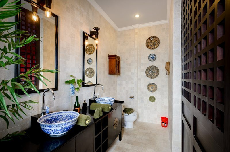 Niconico Mansion His and Hers Bathroom with Mirror, Petitenget | 5 Bedroom Villas Bali