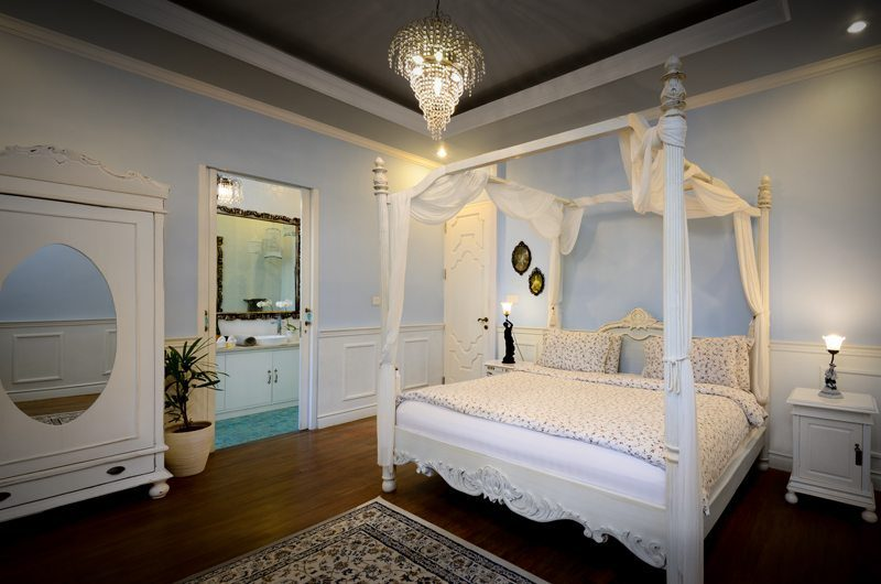 Niconico Mansiona Four Poster Bed with Wooden Floor, Petitenget | 5 Bedroom Villas Bali