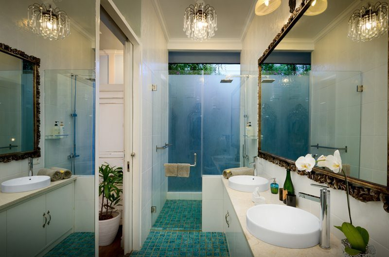 Niconico Mansion Bathroom with Mirror, Petitenget | 5 Bedroom Villas Bali