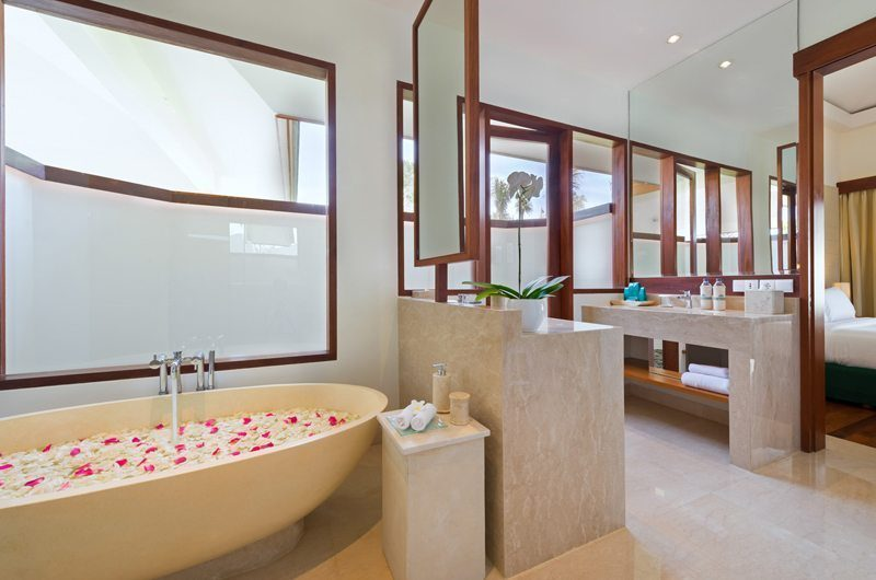Pandawa Cliff Estate Bathroom with Bathtub, Ungasan | 5 Bedroom Villas Bali