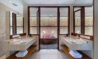 Pandawa Cliff Estate His and Hers Bathroom, Ungasan | 5 Bedroom Villas Bali