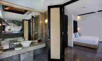 Peppers Seminyak Bedroom and En-Suite Bathroom, Seminyak | 5 Bedroom Villas Bali