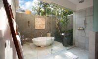 Seseh Beach Villas En-Suite Bathroom with Bathtub, Seseh | 5 Bedroom Villas Bali