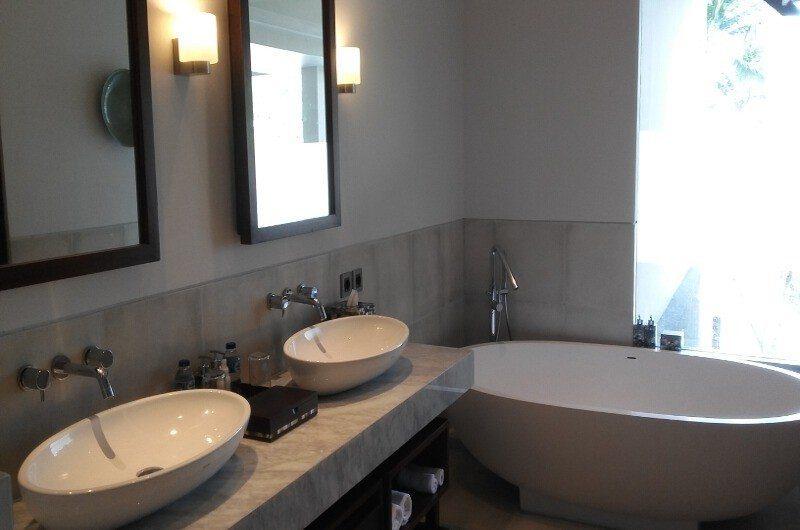 Seseh Beach Villas His and Hers Bathroom with Bathtub, Seseh | 5 Bedroom Villas Bali