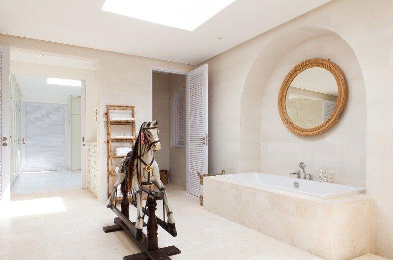 The Cotton House En-Suite Master Bathroom, Seminyak | 5 Bedroom Villas Bali