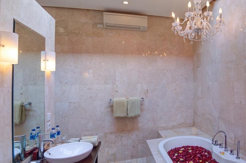 The Residence Bathroom, Seminyak | 5 Bedroom Villas Bali