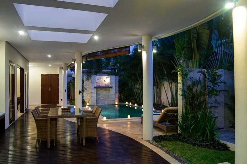 The Residence Pool Side Dining, Seminyak | 5 Bedroom Villas Bali
