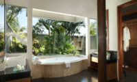 The Shanti Residence En-Suite Bathroom, Nusa Dua | 5 Bedroom Villas Bali