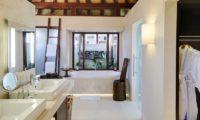 The Ungasan Clifftop Resort Villa Chintamani Bathroom with Bathtub, Uluwatu | 5 Bedroom Villas Bali