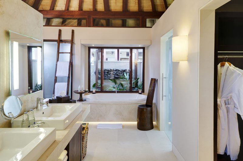 The Ungasan Clifftop Resort Villa Chintamani Bathroom with Bathtub, Uluwatu | 5 Bedroom Villas Bali