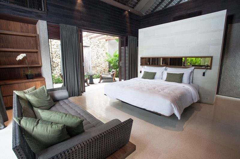 The Ungasan Clifftop Resort Villa Jamadara Bathroom with Seating Area, Uluwatu | 5 Bedroom Villas Bali