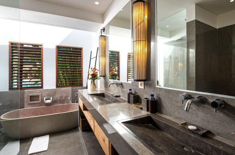 Villa Abakoi His and Hers Bathroom with Bathtub, Seminyak | 5 Bedroom Villas Bali