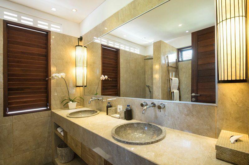 Villa Abakoi His and Hers Bathroom with Mirror, Seminyak | 5 Bedroom Villas Bali