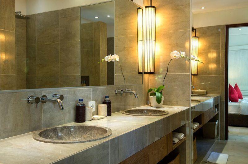 Villa Abakoi Bathroom with Mirror, Seminyak | 5 Bedroom Villas Bali