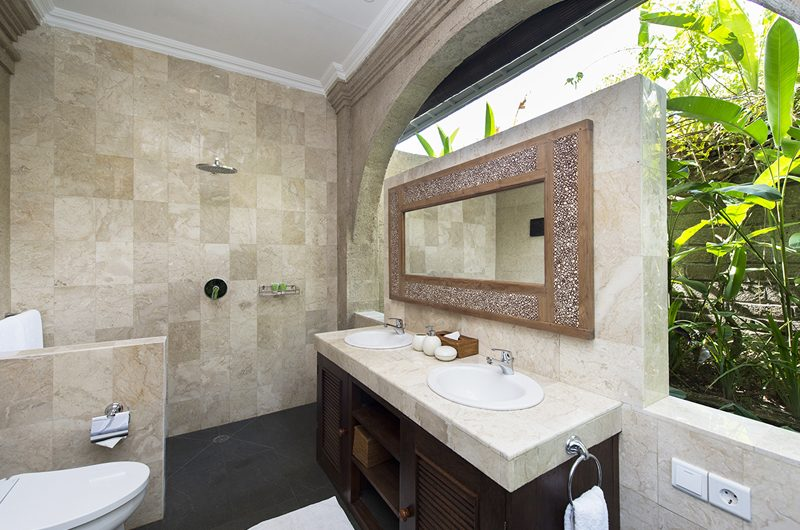 Villa Anyar His and Hers Bathroom, Umalas | 5 Bedroom Villas Bali