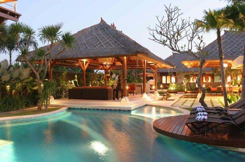 Villa Asta Sun Loungers, Batubelig | 5 Bedroom Villas Bali