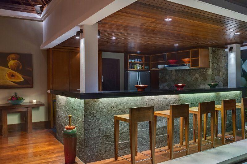 Villa Asta Bar Counter, Batubelig | 5 Bedroom Villas Bali