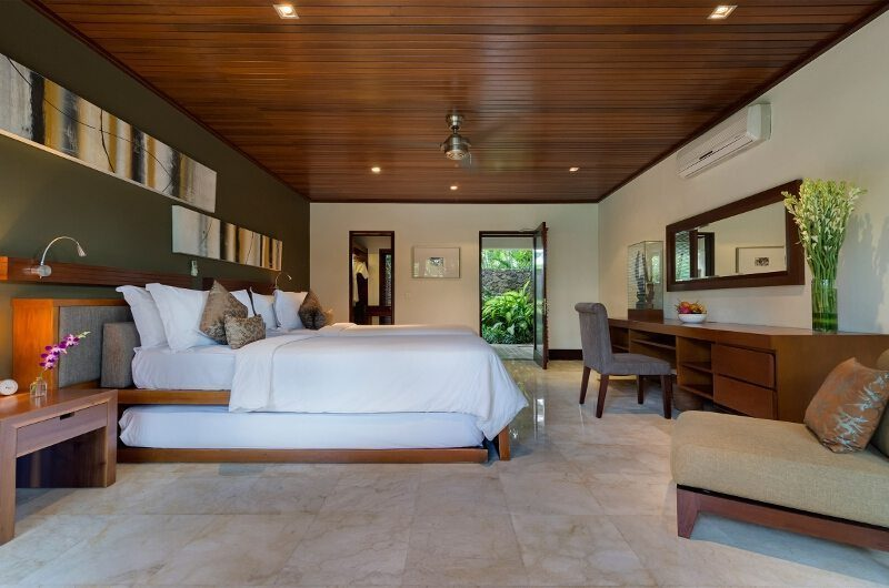 Villa Asta Spacious Bedroom, Batubelig | 5 Bedroom Villas Bali