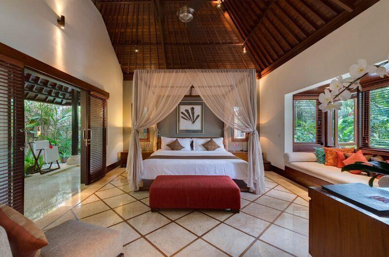 Villa Asta Bedroom with Seating Area, Batubelig | 5 Bedroom Villas Bali
