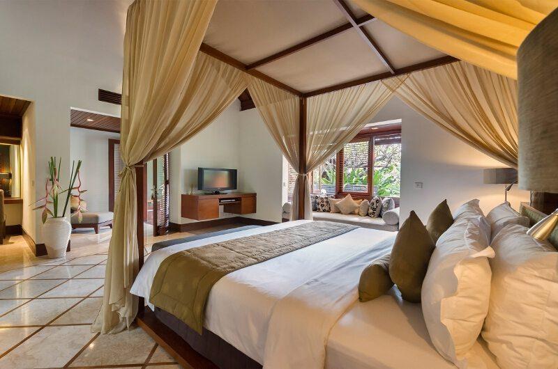Villa Asta Bedroom with TV, Batubelig | 5 Bedroom Villas Bali