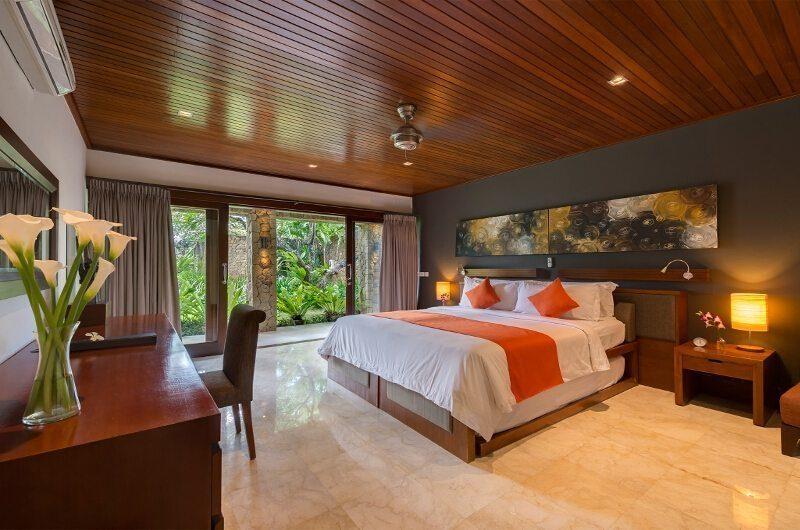 Villa Asta King Size Bed with Study Table, Batubelig | 5 Bedroom Villas Bali