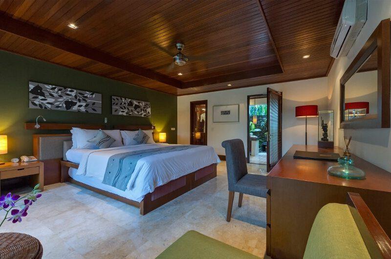 Villa Asta Bedroom with Study Table, Batubelig | 5 Bedroom Villas Bali