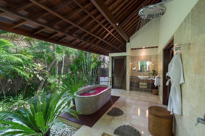 Villa Asta Romantic Bathtub Set Up, Batubelig | 5 Bedroom Villas Bali
