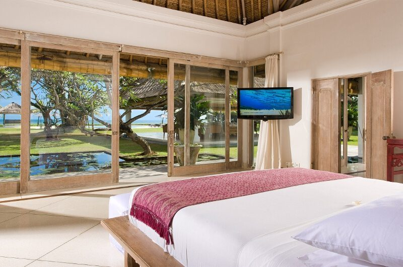 Villa Atas Ombak Bedroom with Sea View and TV, Batubelig | 5 Bedroom Villas Bali