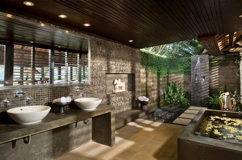 Villa Atas Ombak Semi Open His and Hers Bathroom, Batubelig | 5 Bedroom Villas Bali