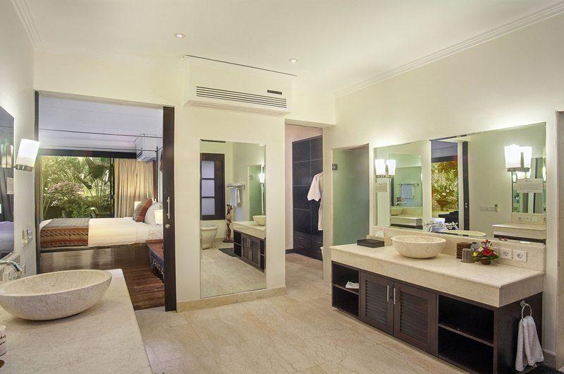 Villa Avalon Bali Bedroom and Bathroom, Canggu   5 Bedroom Villas Bali
