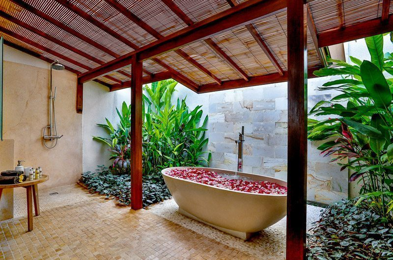 Villa Bibi Romantic Bathtub Set Up, Kerobokan | 5 Bedroom Villas Bali