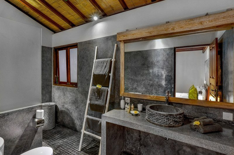 Villa Bibi Bathroom with Mirror, Kerobokan | 5 Bedroom Villas Bali