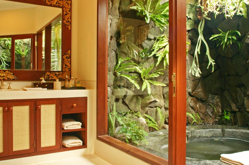 Villa Cemara Sanur Bathroom with Bathtub, Sanur | 5 Bedroom Villas Bali