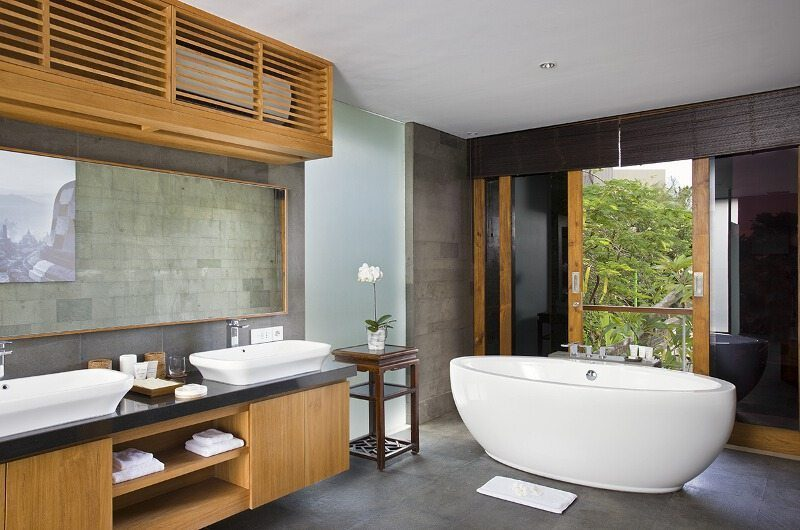 Villa Cendrawasih His and Hers Bathroom, Petitenget | 5 Bedroom Villas Bali