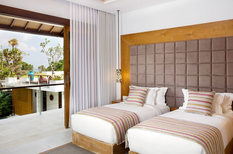 Villa Cendrawasih Twin Bedroom and Balcony, Petitenget | 5 Bedroom Villas Bali