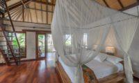 Villa Coraffan Bedroom with Wooden Floor, Canggu | 5 Bedroom Villas Bali